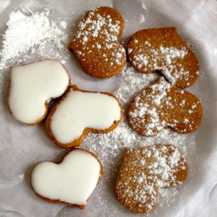Au choix, biscuits saupoudrés de sucre glace et biscuits glacés