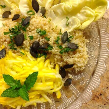 Salade: quinoa blanc, laitue, courgette